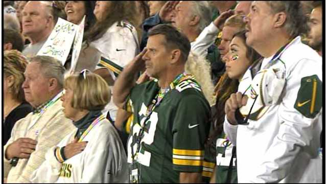 How fans reacted to Packers request to link arms