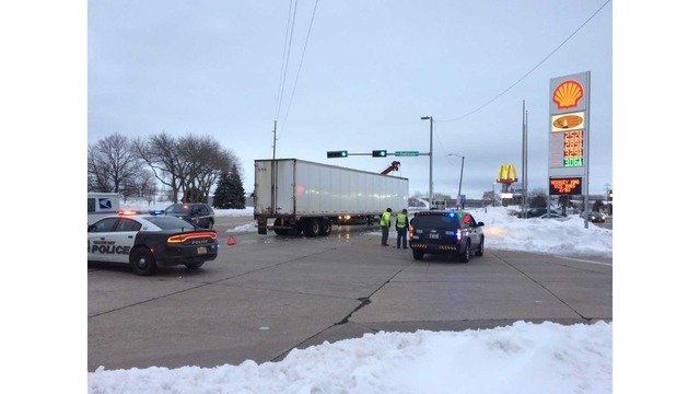 UPDATE: Roads Cleared after Semi Accident in Green Bay